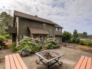 3BR Gleneden Beach House w/Private Deck!