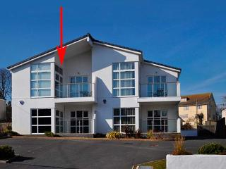 SEAVIEW, first floor apartment, open plan, WiFi, pet-friendly, in Benllech, Ref 931028