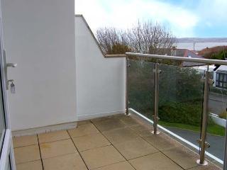 SEAVIEW, first floor apartment, open plan, WiFi, pet-friendly, in Benllech, Ref 931028