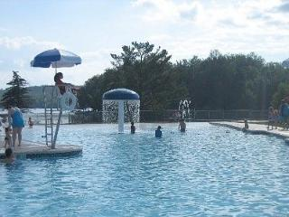 2BR Pocono Lake Cabin w/Heated Pool Access!