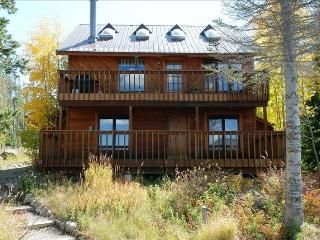 Inviting 3BR Grand Lake Home w/Wifi & Breathtaking Views - Prime Location on Columbine Lake Waterfront! Near Skiing, Golfing, Restaurants & More