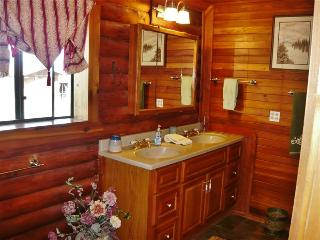 Be Right at Home: Peaceful, Cozy, Immaculate Cabin