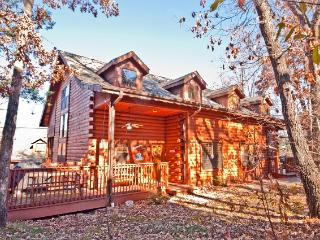 Peaceful & Spacious 2BR + Loft Branson Cabin w/Fireplace, Screened Porch & Wifi - Easy Access to Silver Dollar City & Table Rock Lake!
