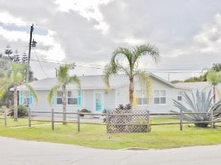 Delightful 2BR Ormond Beach House w/Recently Remodeled Interior, Wifi & Outdoor Shower - Walking Distance to an Uncrowded Beach, Restaurants & More!
