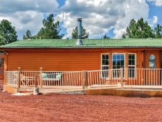 3BR Williams House w/Stunning Forest Views & On-Site Dog Kennels & Horse Boarding Facilities - Direct Access to Endless Trails & Near Many Other Attractions!