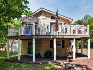 Expansive 5BR Blakeslee House w/Wifi, Cozy Fireplace & 2 Private Decks - Near