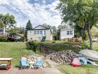 Charming Bayfront 2BR Wolcott House w/Gas Grill, Private Dock & Breathtaking Water Views - Just Minutes From Lake Ontario! Easy Access to Fishing, Golfing & Dining!