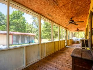 Quiet 2BR Livingston House on 4.5 Private Acres w/Screened Porch - Only 3 Miles