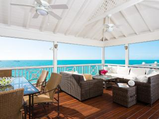 10% OFF! Oceanfront Paradise Steps to the Beach!, Providenciales