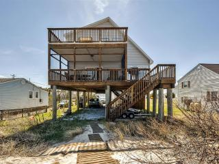 Very Quiet 4BR Oceanfront Milford House on Prime Hook Beach w/2-Story Porch, Wifi & Gorgeous Bay Views - Steps from the Beach!
