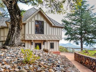 Spectacular 4BR Santa Rosa House at Adler Fels Winery w/Private Hot Tub, Huge Patio & Panoramic Views - Near Wine Tastings, Russian River & Calistoga!