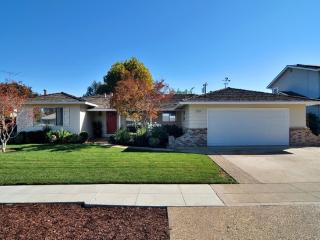 House 3Bdr 2.5 Bth - LESS THAN 3.5 mi FROM LEVIS, Sunnyvale