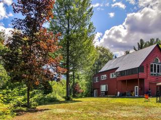 Scenic 2BR + Loft North Conway House on 4 Acres w/Wifi, Fire Pit & Mt. Cranmore