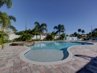 Gulf Sunset Oasis - Beachfront - Labor Day Special, Indian Rocks Beach