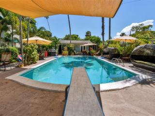 New Listing! Exquisite 1BR Wilton Manors Pool Guesthouse on Historic Roaring 20's Estate w/Wifi & Deep Diving Board Pool - Minutes to the Beach & Wilton Drive, Private Boat Excursions Available!
