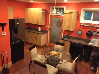 Cozy Private 2 BR With Parking & Deck, Washington DC