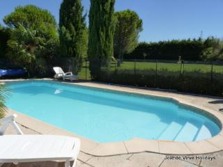 Gite St Sabine - perfect 2 bedroom gite & pool., Cavaillon
