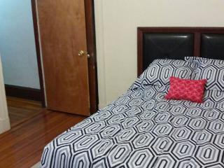 Private Room BR2  2-5 minutes walk to Red Line!, Boston