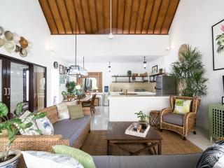 UMALAS RETREAT II (a) 2 Bed with your own Chef, Seminyak