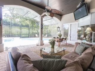 Prestigious Pool home near Disney 3bed/4bath w Den, Orlando