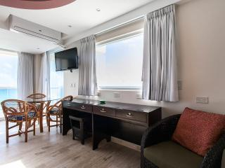 DELUXE KING & QUEEN SUITE WITH OCEAN VIEW