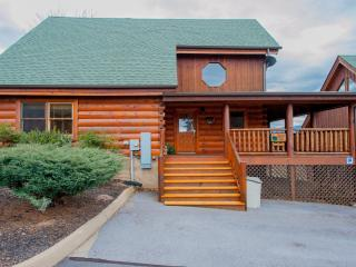 """Cubbie's Cabin"" Luxurious 2BR Sevierville Cabin w/Wrap-Around-Porch! Come Experience the Great Smoky Mountains"
