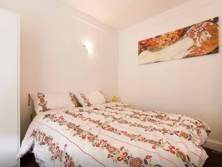 Cosy & clean room at Canning Town