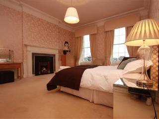 Elegant C18th apartment minutes from Princes St, Edimburgo