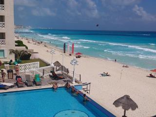 Studio Ocean view, french Balcony and side balcony, Cancún