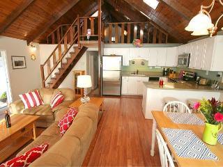 'Hale Kai' NEW Rental! 5 min walk to beach! Village Charmer! 3 nights for 2!~