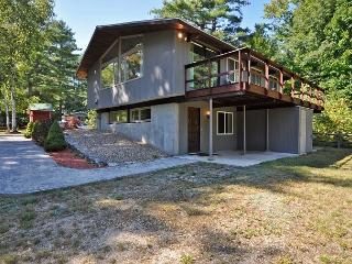 Updated 4 BR-Walk to Cranmore! 2 Living Rooms, Cozy Fire Place, Cable & WiFi!, North Conway