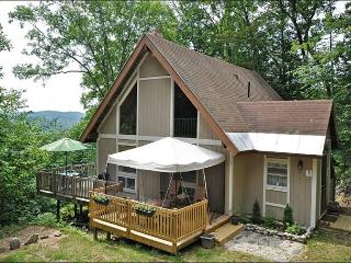3 BR House Near Skiing w/ Mtn Views, Cable, WiFi, Private Yard w/ Fire Pit, Madison