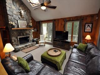 4BR in Cranmore Birches- AC, Cable,WiFi,Hot Tub on Deck! 10 Min to Storyland!