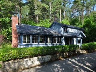 Private 4BR House-Walk to Cranmore!Cable,WiFi,Pets OK!10 Min to Storyland!, North Conway