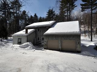 Spacious 3BR House in Birch Hill with Cable,WiFi & Cozy wood stove; skiing