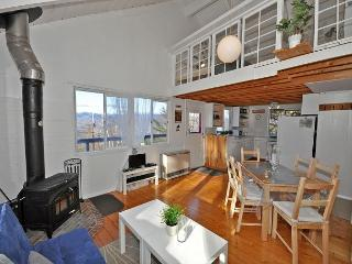 Cozy 2 BR plus Loft Jackson Home with Mountain Views. AC and Wifi!