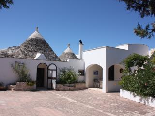 Trullo Mandorleto - beautiful trullo with pool, Ceglie Messapica