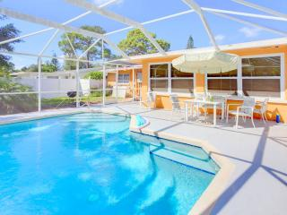 Aurora Seabreeze Home, 3 Bedroom, Fenced Yard, Heated Pool, WiFi, Sleeps 10, Venice