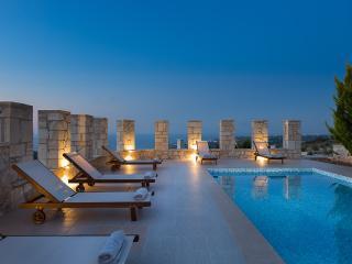 Villa Aeolos with private swimming pool and sea view to the Cretan Sea