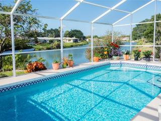 Cambridge House, 2 Bedrooms, Private Heated Pool, Lanai, WiFi, Sleeps 6, Venice