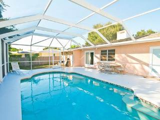Bayshore Home, 4 Bedrooms, Private Heated Pool, HDTV, WiFi, Sleeps 12, Venice