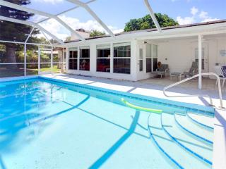 Parkdale Home, 4 bedrooms, Private Heated Pool, HDTV, WiFi, Sleeps 12, Venise