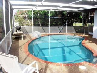 Falcon Beach Home, Private Heated Pool, WiFi, Walk to Beach, Sleeps 8, Venice