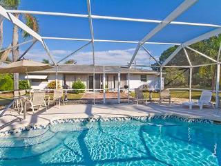 Baycrest Home, 3 Bedrooms, Private Heated Pool, WiFi, Sleeps 10, Venise