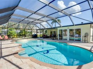 Egret Beach House, Private Heated Pool, Canal, Boat Dock, Sleeps 6, Fort Myers Beach