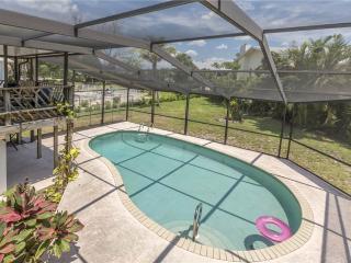 Sandal Fin Beach House, 2 Bedrooms, Heated Private Pool, WiFi, Sleeps 6, Fort Myers Beach