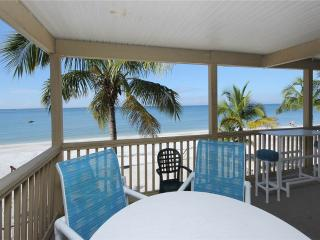 Shells n Sunshine, Gulf Front, 3 Bedrooms, Sleeps 10, WIFI, Fort Myers Beach