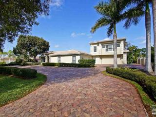 Perfect pool home close to the beach and Olde Naples!, Nápoles