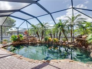 Island Oasis, 3 Bedrooms, Heated Pool, WiFi, Sleeps 8, Fort Myers Beach