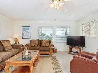 Sea Horse 2, 2 Bedrooms, Heated Pool, Pet Friendly, Sleeps 6, Fort Myers Beach
